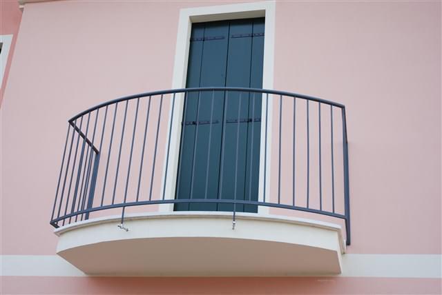 F04-Parapetto_esterno_in_ferro_per_terrazzo